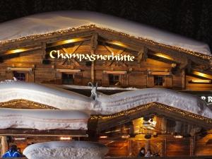 """Die Champagnerhütte in Ischgl wartet mit """"Open-End-Parties"""" auf Feierlustige..."""